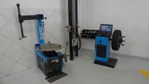 Equipamento de montagem de pneus e balanceadora